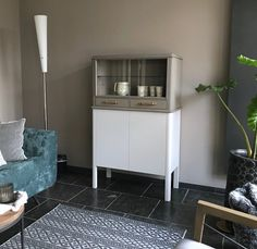 Oude kasten, nieuw design by Theo Herfkens Old cabinets, new design by Theo Herfkens Old Cabinets, Kitchen Cabinets, Corner House, Funky Furniture, News Design, New Homes, Home Decor, Sparkle, Upcycled Crafts