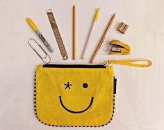 Amarillo, el color del sol y la energía, uno de nuestros preferidos. Encontra todos nuestros bolsos y accesorios en la paleta de los amarillos!