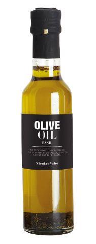 Olivenolje med Basilikum 25 cl. Perfekt til salater og pastaretter.92% præparat af olie (99,5% extra jomfruolivenolie, 0,5% naturlig basilikum aroma), 8% basilikum.