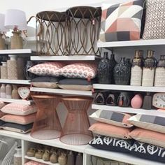 blush grey copper - Obsessed with this colour scheme Home Decor Accessories, Copper Bedroom, Interior, Living Room Decor, Home Decor, Room Inspiration, House Interior, Apartment Decor, Room Decor