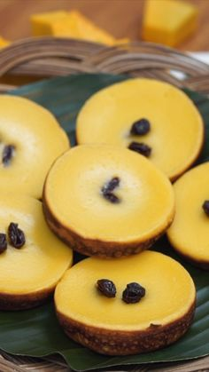 Food and Drink: Di Sidoarjo Jawa Timur, kue lumpur menjadi sasaran. Sweet Recipes, Cake Recipes, Snack Recipes, Dessert Recipes, Cooking Recipes, Indonesian Desserts, Asian Desserts, Kid Desserts, Cooking Cake