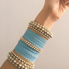33 ideas for bridal jewelry indian bangles Bridal Bangles, Gold Bangles, Bridal Jewelry, Silver Bracelets, Gold Jewelry, Indian Jewelry Sets, Indian Accessories, Indian Bangles, Hand Accessories