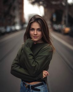 trendy photography poses for teens photoshoot lighting Model Poses Photography, Photography Women, Forensic Photography, Outdoor Portrait Photography, Teenage Girl Photography, Photography Outfits, Photography Books, Wedding Photography, Urban Photography