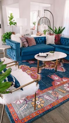 Colourful Living Room, Eclectic Living Room, Boho Living Room, Home And Living, Living Room Designs, Colorful Rooms, Colorful Apartment, Midcentury Modern Living Room, Blue And Orange Living Room