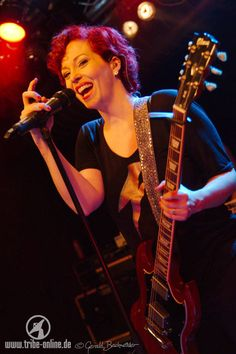 Anneke van Giersbergen Incredible voice, flawless live. Only flaw is, she sounds happy whatever she sings ;)