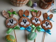 Recycled Paper Crafts, Newspaper Crafts, Diy And Crafts, Paper Flowers Craft, Flower Crafts, Easter Crafts, Holiday Crafts, Paper Basket Weaving, Sun Paper