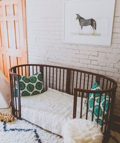 Here are 15 inspiring ideas for making baby's room androgynous and stylish.