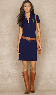 Polo. Casual dress. Belt. Boots. Handbag.
