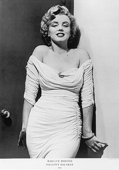 The one and only Marilyn Monroe showing off her sexy curves!