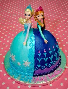 Disney's Frozen Birthday Cakes ideas, images, designs and pictures for children of all ages. How to make your own best frozen birthday cake for your child. Frozen Birthday Party, Frozen Party Cake, Disney Frozen Party, Frozen Theme, 4th Birthday Parties, Party Cakes, 2nd Birthday, Princess Birthday, Birthday Cake For Twins