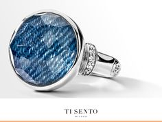 This TI SENTO ring is set with an original denim fabric and on top of that a clear crystal that enhances the colour and structure.
