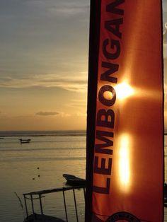 Nusa Lembongan - sunset Coors Light, Light Beer, Voss Bottle, Water Bottle, Canning, Sunset, Places, Water Bottles, Sunsets
