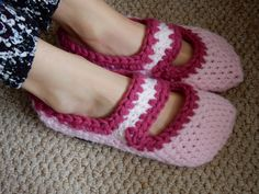 Hey, j'ai trouvé ce super article sur Etsy, chez https://www.etsy.com/ca-fr/listing/242699109/petits-chaussons-rose-au-crochet
