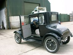 1926 Ford Model T Doctors Coupe Classic Mercedes, Ford Classic Cars, Vintage Cars, Antique Cars, Old Lorries, Old Fords, Car Ford, Exotic Cars, Cars And Motorcycles