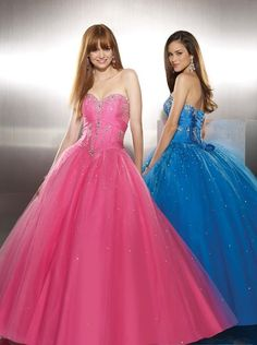 this seriously looks like me and charlie at prom! 2000! HAHAHA IT DOES!