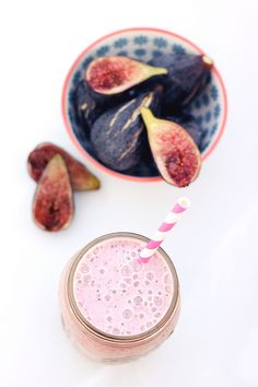 Fresh Fig and Banana Smoothie // Tasty Yummies