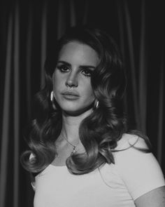 Lana Del Rey hair style ugh her hair is always awesome Retro Hairstyles, Formal Hairstyles, Wedding Hairstyles, Wedding Hair And Makeup, Bridal Hair, Hair Makeup, Retro Wedding Hair, Pelo Retro, 60s Hair