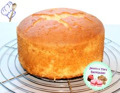 High sponge cake suitable for theme cakes Jenni's & Tim's baking magic The post High sponge cake suitable for theme cakes appeared first on Dessert Park. Easy Cake Recipes, Cookie Recipes, Dessert Recipes, Dessert Blog, Naked Cakes, Birthday Cakes For Men, Cake Blog, Sponge Cake, Fondant Cakes