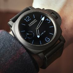 We go Hands-On with the Panerai LAB-ID Luminor 1950 Carbotech 3 Days PAM 700. A watch, limited to 50 pieces that guarantees 50 years of service-free operation...