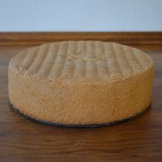 Nem og god opskrift på klassiske lyse lagkagebunde, der tager ca. 15 min. at lave. Bundenes milde smag egner sig til stort set alle kagekombinationer.