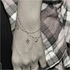 37 Small Tattoos for Women – Ideas for Tiny Tattoo Designs