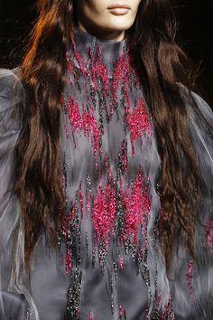 Giles at London Fashion Week Fall 2013 - Details Runway Photos Pink Fashion, Couture Fashion, Fashion Art, Fashion Ideas, Couture Details, Fashion Details, Couture Embellishment, Giles Deacon, High End Fashion