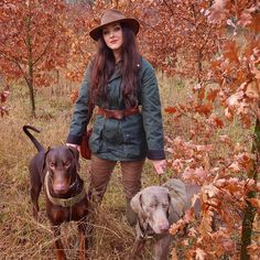 🍂🍁 I stumbled across this beautiful cluster of oaks yesterday that still have all of their magical red leaves ✨🍂 Obviously a photo opportunity ☺️ Our first proper walk since Brudge's operation on his leg 💉 Happy days 🥰 Check my stories post if you want to see his gnarly battle scar 🛡⚔️ He's been really brave, bless him 🧡 This was taken just after a torrential downpour 🌧 Does anyone else tuck their hair into their coat to keep it dry? ☺️ Have a lovely morning friends x . . . Thanks… British Country Style, Battle Scars, Country Fashion, Red Leaves, Still Have, Riding Helmets, Cowboy Hats, Brave, Opportunity