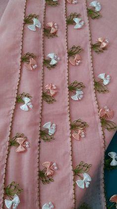 Eye-catching tulip flower 27 headscarf and towel edge needlework models Zardozi Embroidery, Embroidery On Kurtis, Kurti Embroidery Design, Floral Embroidery Patterns, Tatting Patterns, Hand Embroidery Designs, Embroidery Stitches, Saree Tassels Designs, Saree Kuchu Designs