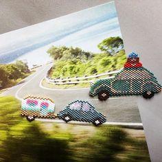 La route des vacances est déjà bien encombrée... Merci à @lili_azalee pour sa petite voiture, et à@rosemoustache pour les 2 autres vehicules #miyuki #miyukibeads #perlesandco #perlezmoidamour #perlesaddict #brickstitch #miyukiaddict #perleusecompulsive #jesuisunesquaw #jenfiledesperlesetjassume #jenfiledesperlesetjaimeca