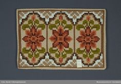 DigitaltMuseum - Pute Simple Embroidery, Cross Stitch Embroidery, Kodak Foto, Diy And Crafts, Arts And Crafts, Chart Design, Tapestry Crochet, Wool, Pillows