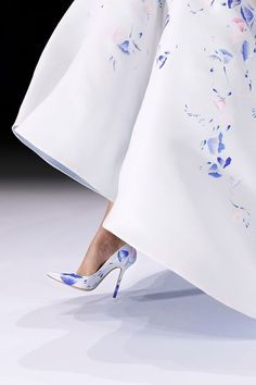 Catwalk photos and all the looks from Ralph & Russo Spring/Summer 2016 Couture Paris Fashion Week Source by sweetpepperprints fashion boots Couture Mode, Couture Fashion, Runway Fashion, Womens Fashion, Paris Fashion, Couture Shoes, Couture Week, Fashion Details, Love Fashion