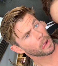 Chris being chris Chris Pratt, Chris Evans, Snowwhite And The Huntsman, Hemsworth Brothers, Chris Hemsworth Thor, Australian Actors, Man Thing Marvel, People Magazine, Celebs