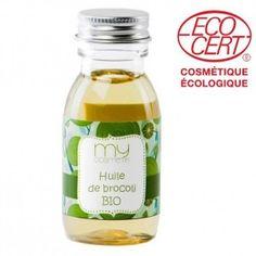 HUILE DE BROCOLI (Brassica oleracea Italica seed oil): L'huile de brocoli est particulièrement adaptée pour les soins des cheveux. Idéale pour renforcer la brillance de votre chevelure, c'est aussi un excellent conditionneur qui facilite le brossage ou le démêlage. Elle gaine vos cheveux et remplace très avantageusement les silicones. Son effet lissant lui permet de lutter contre les cheveux qui ont tendance à frisotter en leur redonnant forme, sans les graisser ni les alourdir.
