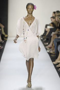 Explore the looks, models, and beauty from the Diane Von Furstenberg Spring/Summer 2008 Ready-To-Wear show in New York on 9 September 2007 Fashion 2008, Fashion Show, Fashion Design, Gold Mesh Dress, Sheer Dress, White Dress, Models, Boho Outfits, Simple Dresses