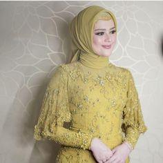 Inspired photo by 💜💛💜💛 Kebaya Modern Hijab, Model Kebaya Modern, Kebaya Hijab, Kebaya Brokat, Batik Kebaya, Kebaya Muslim, Dress Muslim Modern, Dress Brokat Modern, Model Dress Kebaya