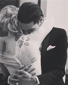 Andy & Juliet Simms Biersack being all cute on their wedding day ❤️ April 16 2016