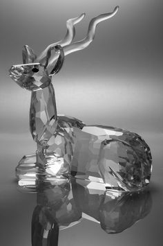 swarovski deer figurine Swarovski Ornaments, Swarovski Crystal Figurines, Swarovski Crystals, Perfumes Vintage, The Glass Menagerie, Crystal Kingdom, Glass Figurines, Glass Animals, Crystal Collection