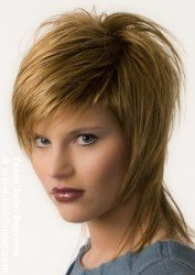 Hairstyle with short sides but covering the neck