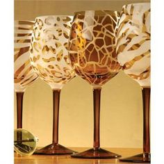 Would love a set of these animal print wine glasses. Painted Wine Glasses, Decoration, Colored Glass, Glass Art, Home Accessories, Cool Stuff, Animal Prints, Home Decor, African Theme