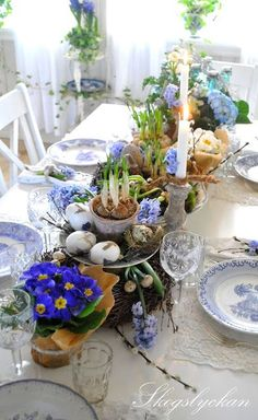 Add pretty Spring flair to your table with this lovely arrangement!