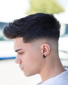With all the new cool and trendy short haircuts for men these days, there are various classic haircuts worth trying! Here's a collection of 42 styles. Cool Hairstyles For Men, Side Hairstyles, Undercut Hairstyles, Haircuts For Men, Barber Haircuts, Mens Hairstyles 2018, Men's Haircuts, Trendy Haircuts, Hairstyle Men