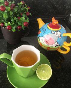 """607 curtidas, 17 comentários - Thay 🎀 Vida de Casada Moderna (@vidadecasadamoderna) no Instagram: """"Hora do chá 😋☕️ quem mais está no chá ou café da tarde por aí também???? 👀😄 . Sempre fui apaixonada…"""""""