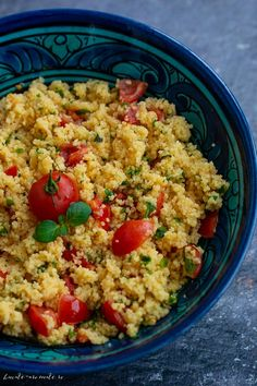 Cuscus cu menta si sofran Fried Rice, Fries, Food And Drink, Ethnic Recipes, Ely, Gourmet, Cooking Recipes, Zucchini, Salads