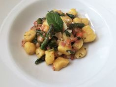 """Waldviertler Gnocchi"" mit Speck&Spargel Gnocchi, Potato Salad, Potatoes, Ethnic Recipes, Food, Asparagus, Easy Meals, Recipies, Potato"