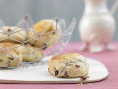 Kleine Cranberry-Kuchen - Scones mit Cranberrys: Cranberrys stärken mit ihrem hohen Vitamin-C-Gehalt die Abwehrkräfte. Zu Tee oder Kaffee ein Genuss.