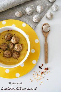 Vellutata d'inverno e gnocchetti di pane - Winter soup and bread dumplings: https://conunpocodizucchero.wordpress.com/2015/01/21/vellutata-dinverno-con-gnocchetti-di-pane-e-caciocavallo/