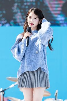 /r/kpics - for all your K-pop picture needs Cute Korean, Korean Girl, Asian Girl, Iu Fashion, Korean Fashion, Kpop Girl Groups, Kpop Girls, Korean Celebrities, Suzy