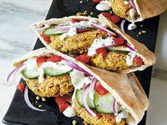 Mini Falafel Pocket Sandwiches This traditional Middle-Eastern meal is a healthy and hearty choice for lunch or a heavier snack. The tahini-yogurt sauce drizzled over the falafel and the veggies adds. Falafel Pita, Falafel Sandwich, Falafel Recipe, Falafels, Bulgur Recipes, Veggie Recipes, Beef Recipes, Recipies, Snack Recipes