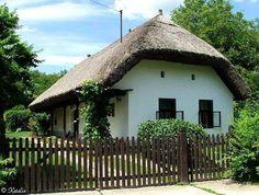 kerítéssel Bamboo House Design, Travelogue, Romania, Budapest, Countryside, Farmhouse, Houses, Traditional, House Styles