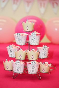 Princess Crown Cupcake Wrappers - Printable Templates  http://www.partyideasuk.co.uk/library/printable-templates/by-party-theme/princess-party/princess-crown-cupcake-wrappers.aspx